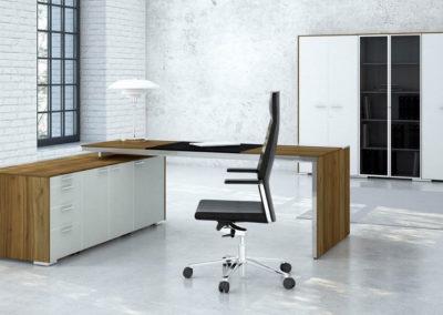biurka_wsparte_na_komodzie_10