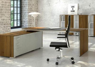 biurka_wsparte_na_komodzie_05