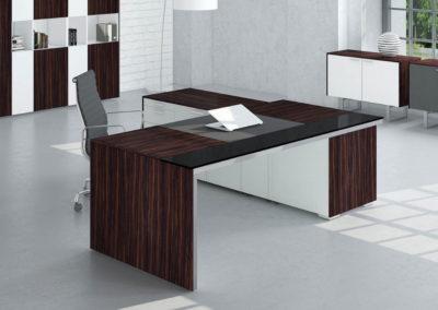 biurka_wsparte_na_komodzie_06