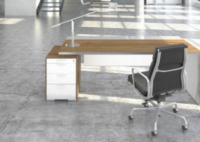 biurka_wsparte_na_komodzie_07