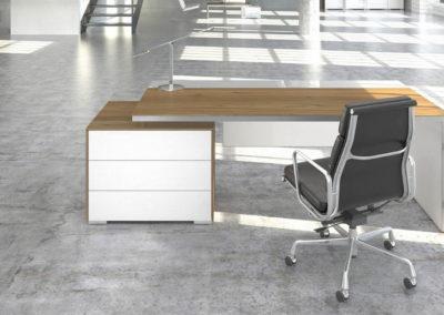 biurka_wsparte_na_komodzie_08