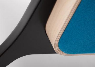 Fotel FIN z podłokietnikami_podstawa drewniana_detal